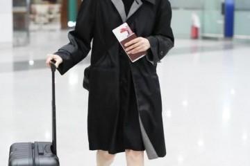 袁泉的高档脸随意穿都美风衣配短裙稀有秀腿玉女腿同龄罕见