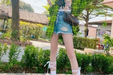 为何吴宣仪要把鞋带绑小腿上看了她的腿长我P都不敢这样P
