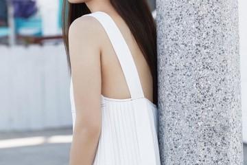 宋慧乔时髦画报释出身着清凉裙装再留起了解的长直披发