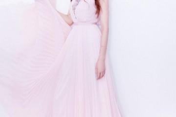 林志玲这波炫富我服裙子中心镶满了宝石果然嫁了个好老公