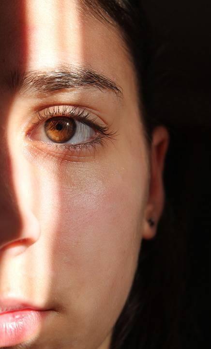 眼睛周围皱纹怎么去除改善眼部皱纹的方法